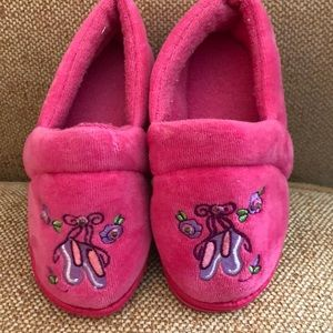 Other - Pretty little plush slippers FREE with 2+ bundle